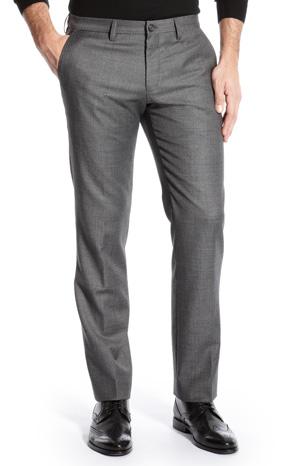Pantalones largos o cortos, invernales o confeccionados en tejidos ligeros para el verano. Temporada tras temporada los vemos revisitados en infinitas variantes: slim o relaxed, de pana, algodón o lino.